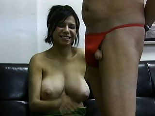 Grande boobs natural leite velho sujo