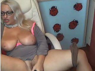 Masturbando loira loira