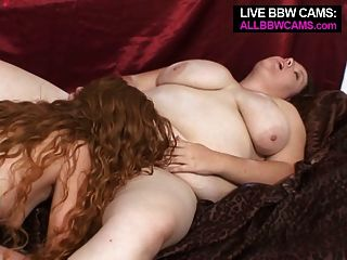 Menina gorda fica strapon em seu twat de menina coisa