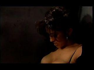 Uma orgia lésbica quente da foda em uma prisão das mulheres