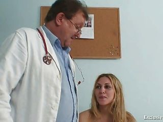 Sam Gyno Pussy exame adequado pelo médico mais velho