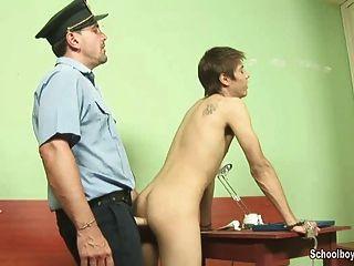 cum cum na estação de polícia