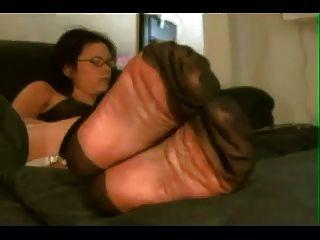 pés de nylon na minha cara