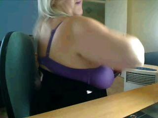 Mamãe quente e grande mamãe na webcam
