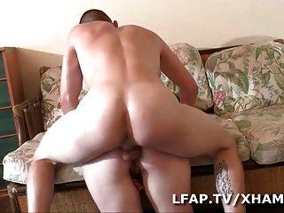 Milf defoncee et fistee sur le canape
