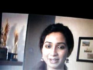 O cantor bengali Shreya Goshal fica com cuspir