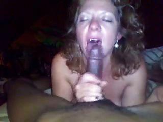 mulher madura branca suga galo para jovem preto