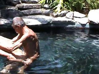 Meus dois velhos amigos fodendo na piscina !!