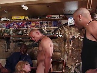 cena # 3 da prostituta do lixo branco 19