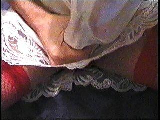 cumming no meu calcanhar de renda de renda e calcinha vermelha