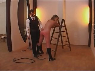 senhora de limpeza torturada