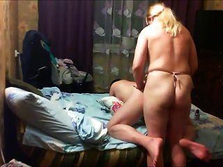 milf fútil fode seu homem com uma alça