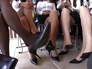pés de nylon asiático e calcanhares de salto alto em todos os lugares