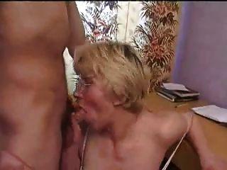 mulher madura russa engana o homem com meu jovem amigo
