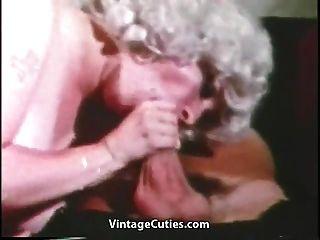 maduro com grandes seios grandes e marinheiros (vintage dos anos 1960)