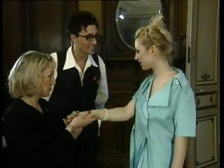 Punho anal para mulher madura francesa por jovem senhora