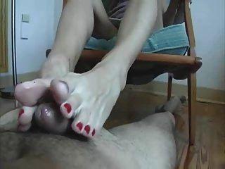 Meu pau adora seus dedos dos pés de milho! Footjob shoejob