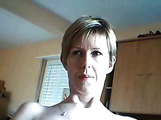 mulher amadora quer que você assista seu rosto enquanto ela cums