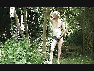 tira, wank e cum no jardim