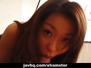 A estudante adolescente japonesa obtém sua bichana apalpada sem censura