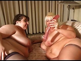 bbw lésbicas chutando e fodendo uns aos outros
