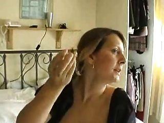 empregada madura usa consolador
