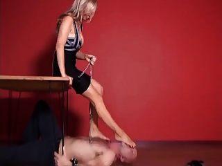 adoração e tortura nos pés
