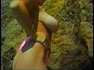 Danni ashe na praia mostrando suas linhas de bronzeado pt.2