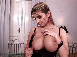 katarina busty brinca com seus grandes tomos