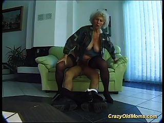 Masturbação pateta e musculosa em grande dick