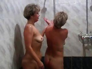 Mães russas irina valia na sauna