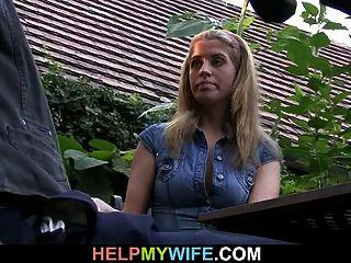 O velho esposo vê-lo foder sua esposa quente