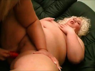 As lésbicas gordas bbw gostam de chupar mamas e bichano 2