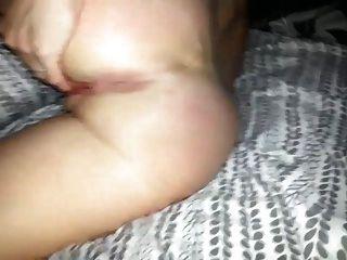 esposa brincando com seu buraco de bichano e bunda