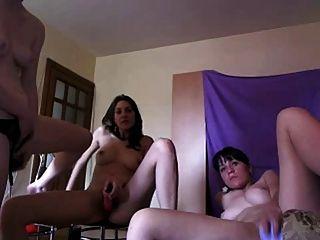 três crianças nuas jogando na cam pt1
