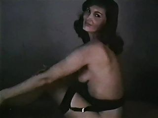 mulher bonita striptease vintage meia saltos basco