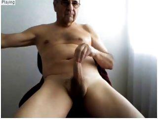 homens mais velhos mostram seu corpo sexy e bico duro adorável