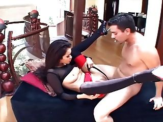 glamour babe sexo em saltos de stiletto e uma liga