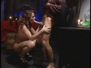 Hot chick espalha suas pernas para um grande galo