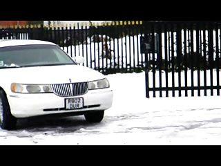 O sexton de syren britânico se mostra fodido na limusine