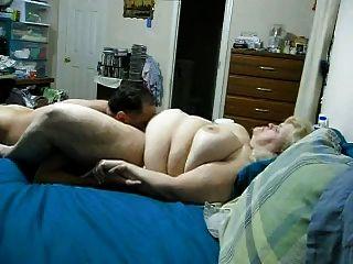 A esposa do bbw fica cobiçada e morreu nos peitos
