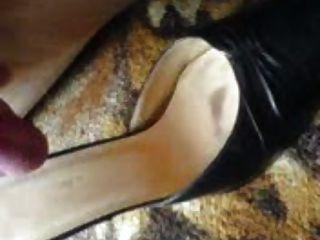 cumming no sapato