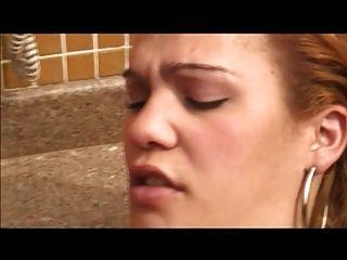 latina tranny com galo pequeno fodido na piscina