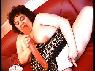 gordurante carnudo usando um vibrador