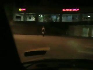 Chubby pegou o trabalho de sopro em um carro