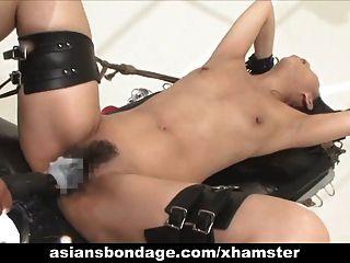 ligação de babe asiática e fodido por uma máquina de porra
