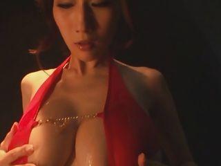 julia big busty japão jav pornstar maquiagem oleosa provocando