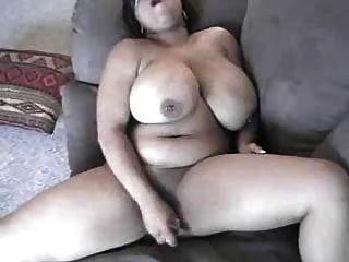 mamãe negra com grandes titties self servindo seu bichano