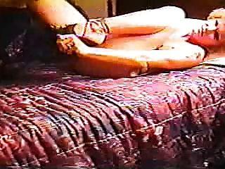 bbc leva uma bela esposa em um quarto de motel