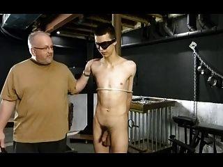bdsm bondage gay boy obtém punição